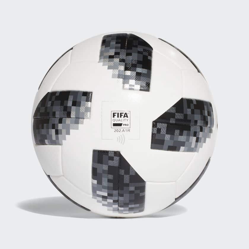 adidas præsenterer VM-bolden Telstar 18 3