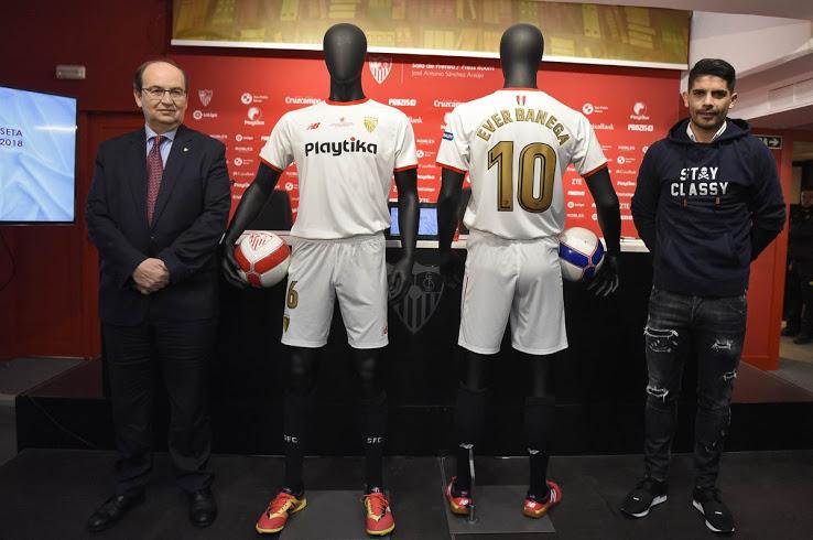 New Balance udruster Sevilla, med Copa del Rey finale trøje 1