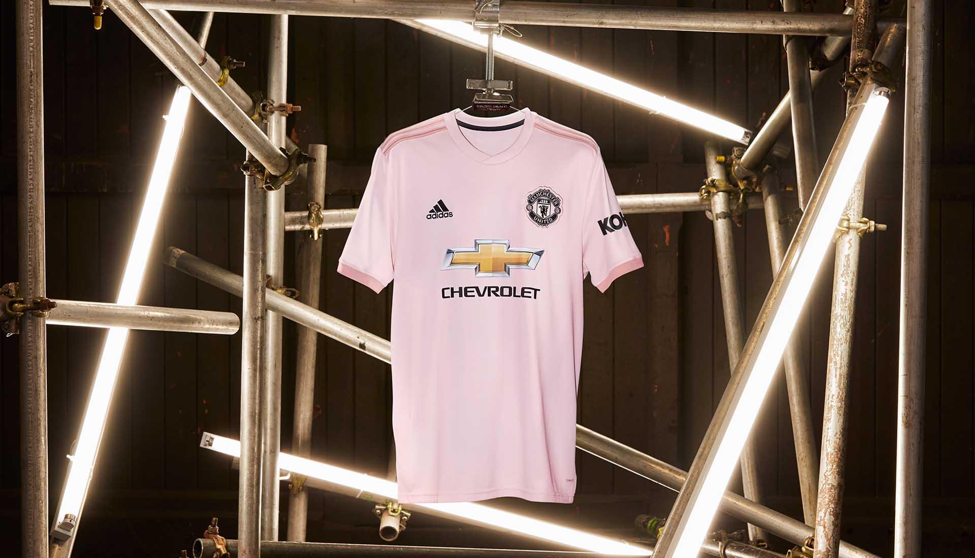 adidas lancerer pink udebanetrøje til Manchester United 2