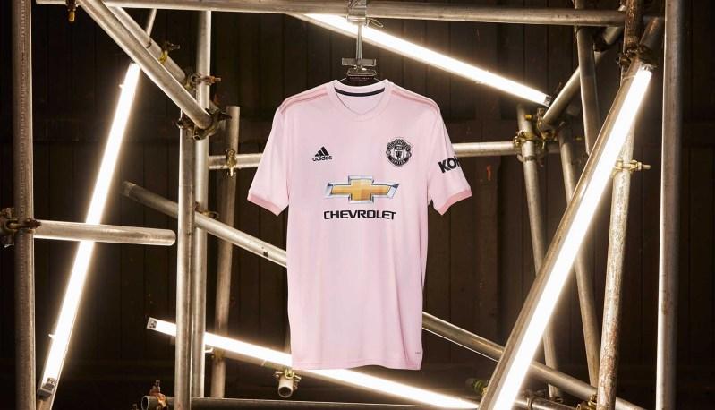 adidas lancerer pink udebanetrøje til Manchester United 1