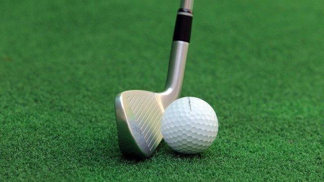 Golf Golf Balls Sport Grass Green  - HeungSoon / Pixabay