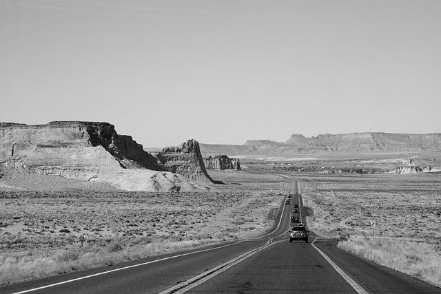 Road Highway Trip Journey Vacation  - artparta / Pixabay