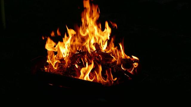 Fire Bonfire Campfire Firewood  - geraldkroiss / Pixabay