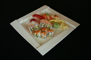 Sakura Dinner Entrée - sushi rolls