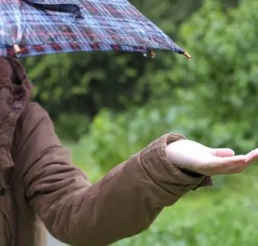 雨が降ると気分が落ち込むのは何故?その原因と改善方法をチェック