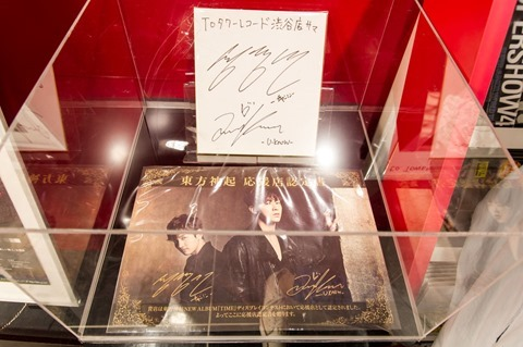 131023tvxq-time-live-dvd-bluray-costume-towerrecord-shibuya12