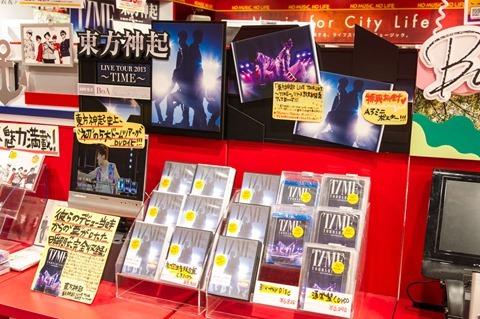 131023tvxq-time-live-dvd-bluray-costume-towerrecord-shibuya17