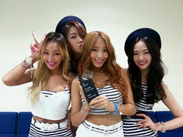 140811sistar-touch-my-body-musicbank-inkigayo-2ndwin01.jpg