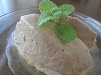 石垣島のカフェ&カレー「トラベラーズカフェ朔」のコーヒームース スパイスはちみつがけ