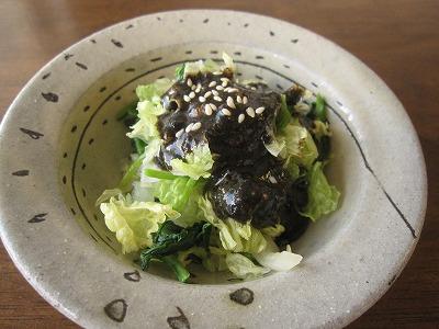 石垣島のカフェ&カレー「トラベラーズカフェ朔」の白菜とほうれん草の胡麻ピーナツ和え