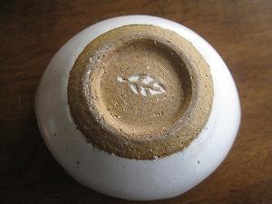 石垣島のカフェ&カレー「トラベラーズカフェ朔」の木の葉窯小鉢裏