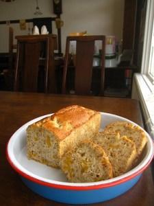 石垣島のカフェ&カレー「トラベラーズカフェ朔」の完熟!石垣産ゴールドパインのパウンドケーキ