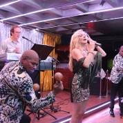 Orquesta-sanremo-angelitosnegros-en-vivo-sala-de-fiestas-barcelona-eixample2-17