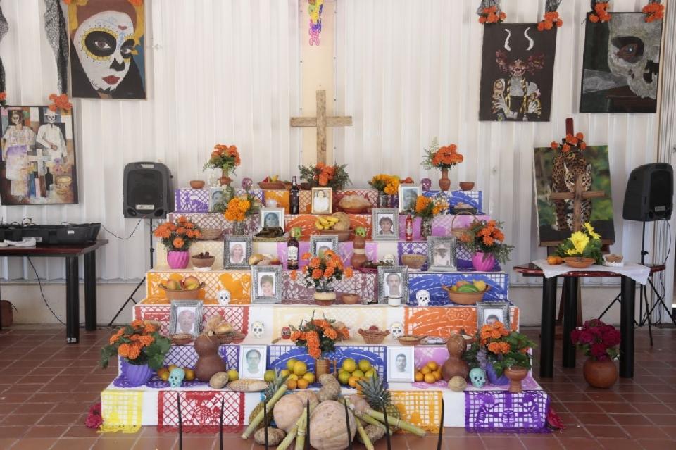 Altares De Dia De Muertos