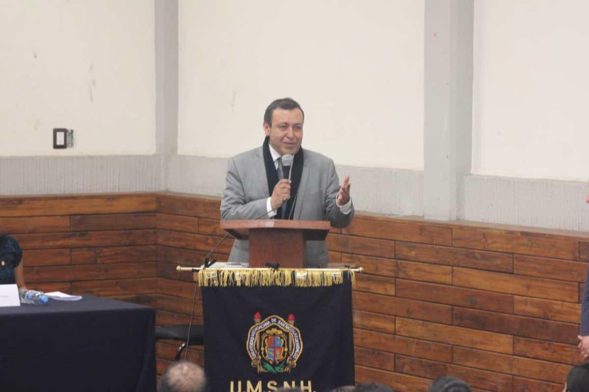 Coloquios internacionales, muestra de fortalecimiento de la Facultad de Derecho: Héctor Chávez