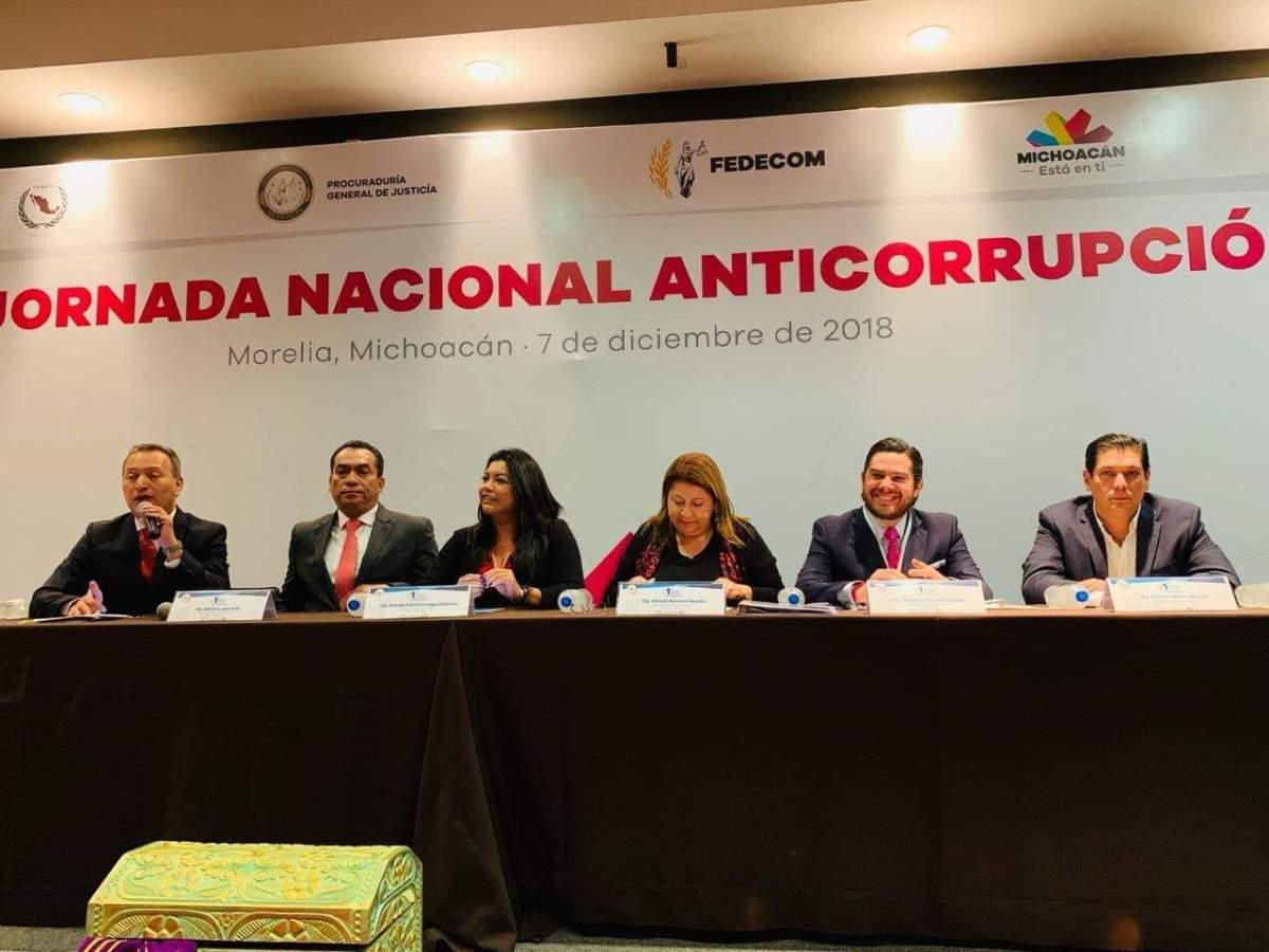 #RuidoEnLaRed El diputado 'Moches' en presidium de foro Anticorrupción