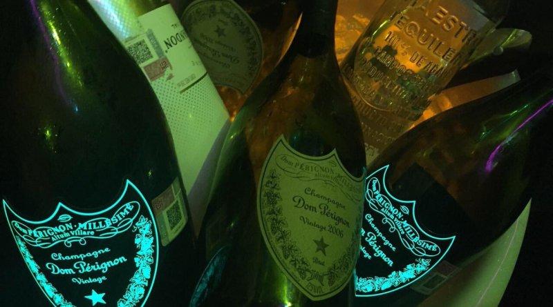 #RuidoEnLaRed Alcohol, mujeres, escoltas, así la fiesta de un alto funcionario de la Fiscalía General