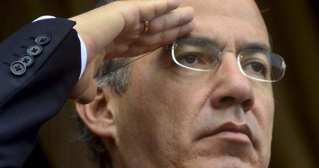 Felipe Calderón defiende a AMLO por abucheos, llama a respetarlo