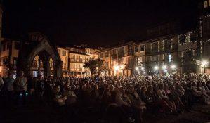 cinema ao ar livre no Largo da Oliveira, Guimarães