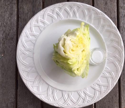 coupé en pointe de tarte laitue pommée iceberg photo marie g