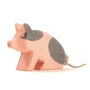 OstheimerSpotted Piglet Sitting