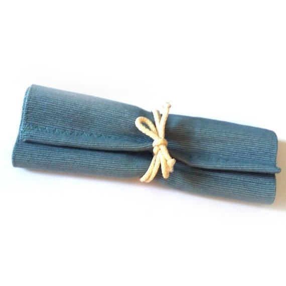 Crayon roll light blue