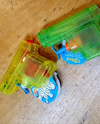 2 Water Pistols