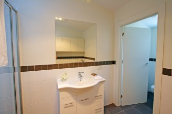 22225-bathroom1