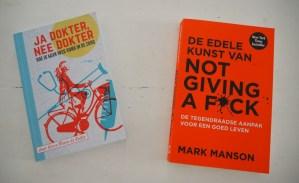 hulpboeken zelfhulpboeken ja dokter nee dokter de edele kunst van not giving a fuck