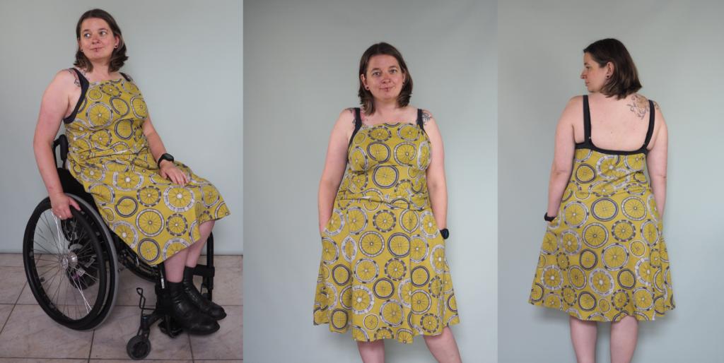 3 foto's van een groen/gele jurk met wielenprint. Op de eerste foto zittend in rolstoel. De jurk heeft donkergrijze bandjes over de schouders.