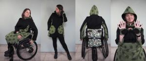 Regenjas en regendek voor de rolstoel in groen/zwarte stof van verschillende kanten gefotografeerd