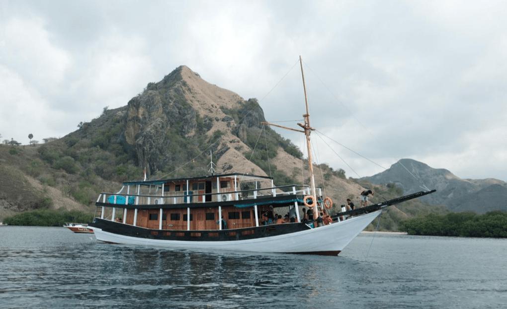 Sewa Kapal La Dyana Liveboard Labuan Bajo Komodo