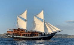 Sewa Kapal Phinisi Sipuliang 3 Liveboard Labuan Bajo Komodo