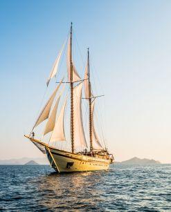 Lamima Yacht Komodo Labuan Bajo 8