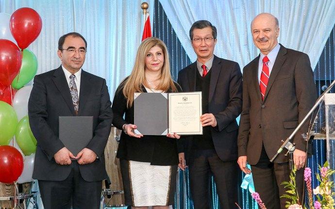 از راست: دکتر رضا مریدی وزیر کابینه انتاریو، مایکل چن وزیر مهاجرت انتاریو، مهناز شهبازی و حسن کیاست