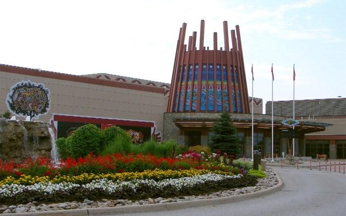 راههای شمالی بری را به مدت یک ساعت طی کنید به کازینو راما می رسید که بزرگترین کازینوی شمال تورنتو به حساب می آید.