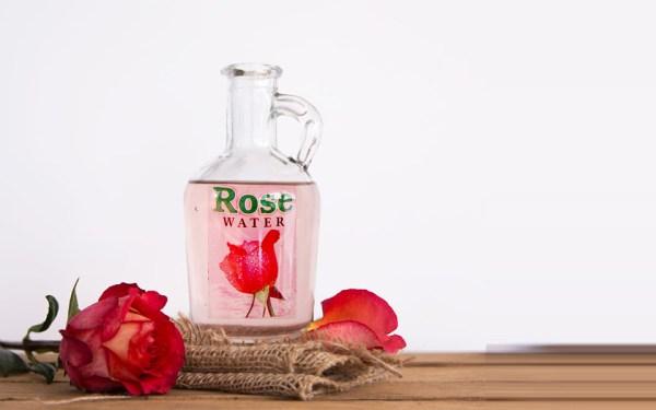 این بطری حاوی یک عطر خانه ساز بوده که از گل سرخ ساخته شده است.