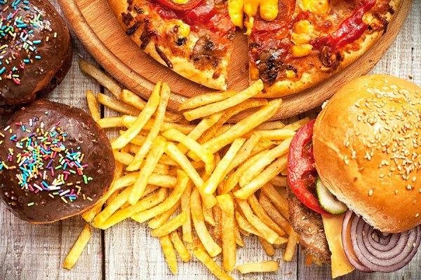 دریافت گروهی از خوراکیها در رژیم غذایی روزانه باعث اعتیاد و در نتیجه پرخوری، اضافه وزن و چاقی می شود.