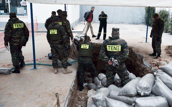 یک بمب منفجر نشده در زیر یک پمپ بنزین پیدا شد.