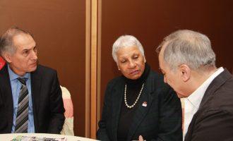 به ترتیب از راست محسن تقوی، سناتور کولز و مشهود ناصری