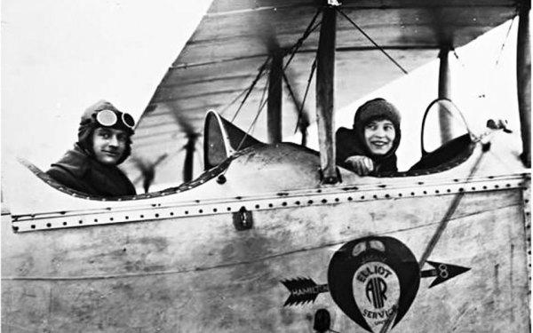 ایلین وولاک اولین زن کانادایی بود که در 13 مارچ 1928  لایسنس خلبانی را دریافت کرد