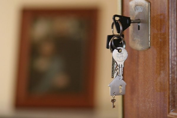 حداقل 10 درصد پیش پرداخت به اضافه 1.5 درصد هزینه های دیگر وکیل را قبل از شروع به جستجوی وام و یا خانه در اختیار داشته باشید