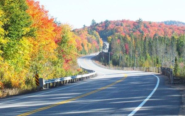 الگون کوئین پارک قدیمی ترین پارک استانی در کانادا است.