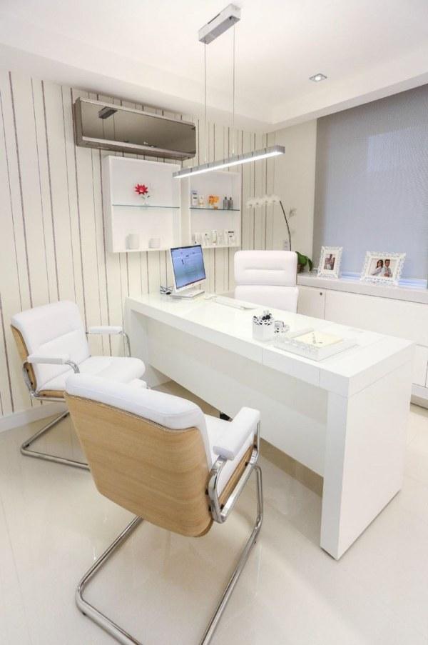 Dubai Executive Desk