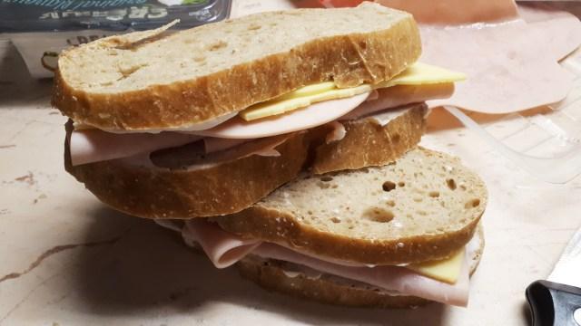 Szénhidrátcsökkentett kenyér házilag, dagasztás nélkül