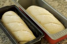 Antes de levar ao forno, faça cortes finos e polvilhe