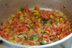 Refogando os ingredientes para o molho