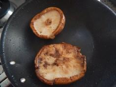 Cogumelo salteado e temperado