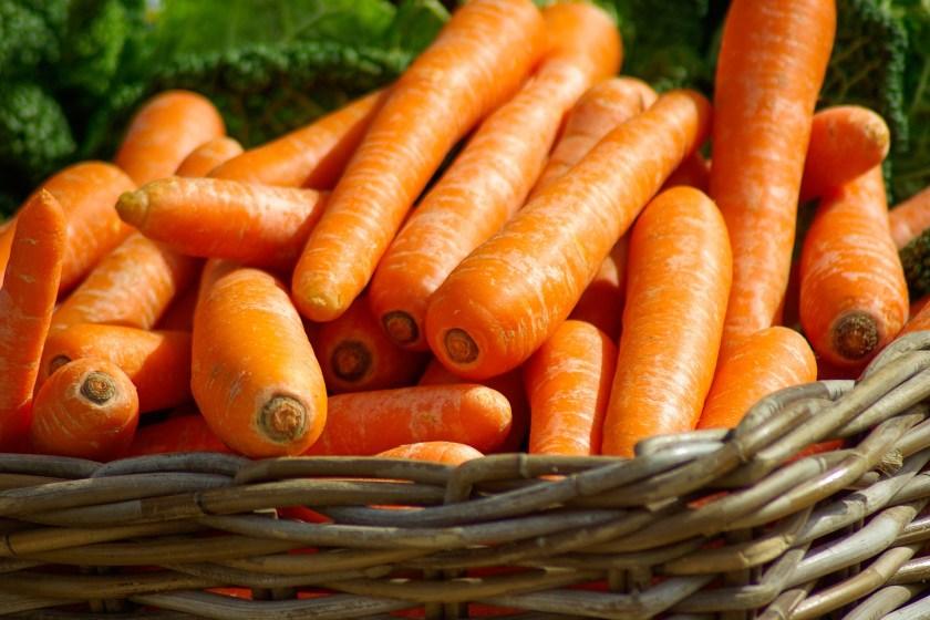 bolo de cenoura super fácil