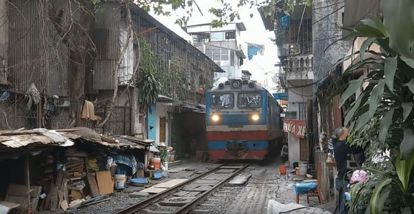Tren callejero de Hanoi
